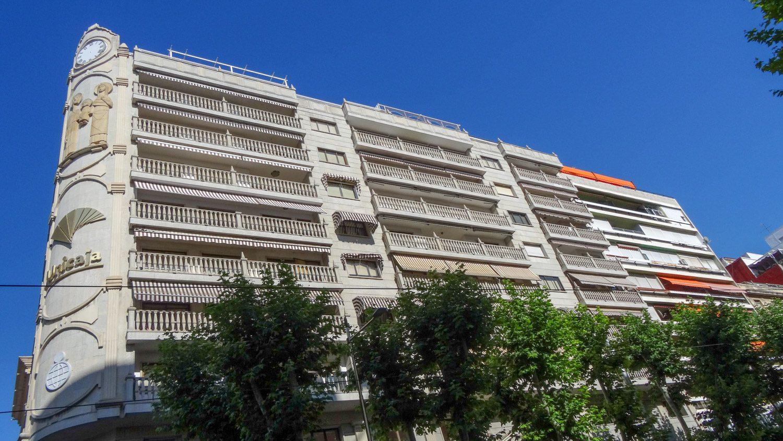 Шикарные балконы! Как это часто бывает банк располагается в очень красивом здании
