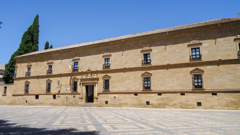 Palace del Dean Ortega. Дворец XVI века на той же площади
