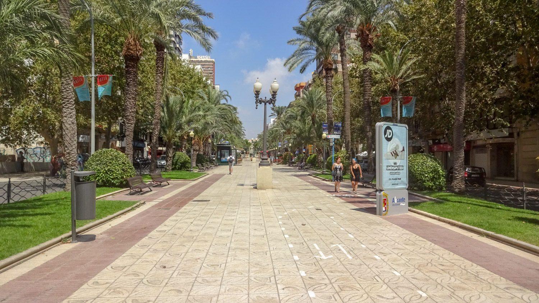 Av. Federico Soto - длинная улица, меняющая название, но сохраняющая суть: прекрасная дорожка для прогулки, деревья вокруг, красивые фонари...