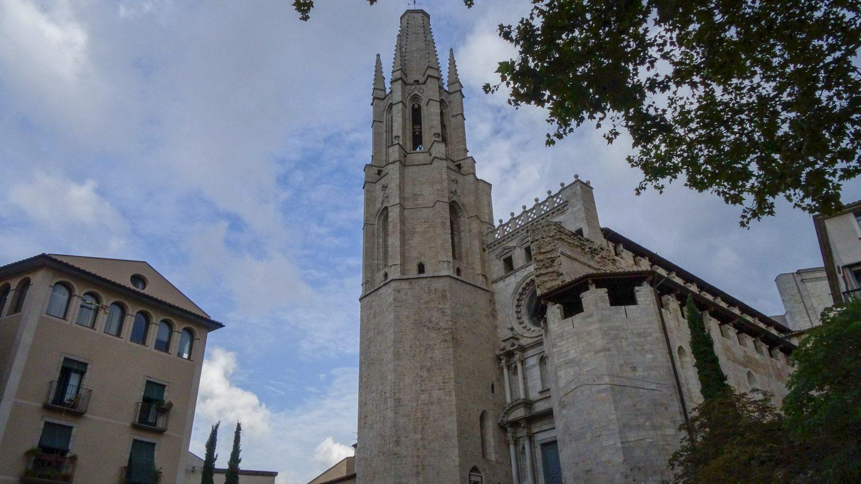 Esglesia de Sant Feliu, сочетающая в себе разные стили. Причина проста - строилась она очень долго, с XIV по XVII век