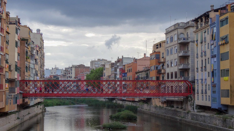 Мост Эйфеля, он же Pont de les Peixateries Velles, был построен в 1876 году по проекту знаменитого архитектора. В 1973 году заменен копией, но по-прежнему интересен туристам
