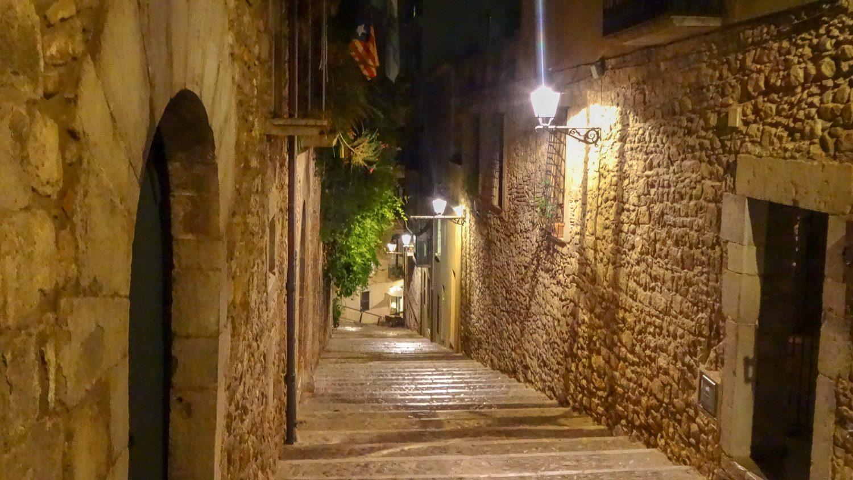 Таинственные улицы с шикарными фонарями...