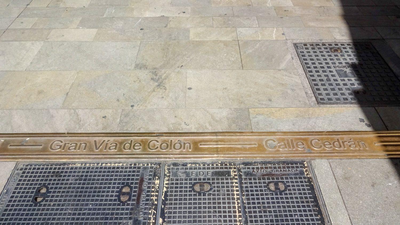 На тротуаре подписаны улицы - удобно и оригинально!