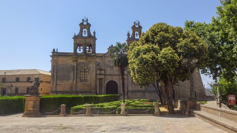 Очень красивая церковь, в архитектуре смешалось несколько стилей, поскольку строили ее с XIII по XIX век. Вход всего 4 евро