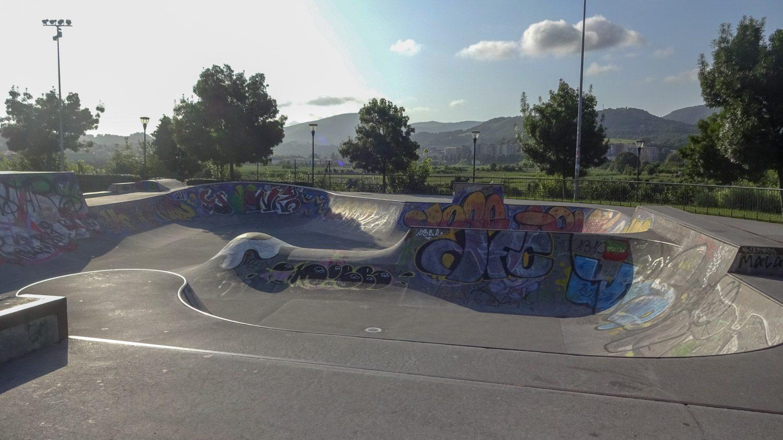 На выходе из страны - отличный парк для скейтеров и роллеров