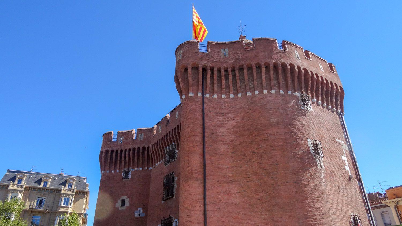 Le Castillet - символ города, форт, строительство которого началось еще в XIV веке
