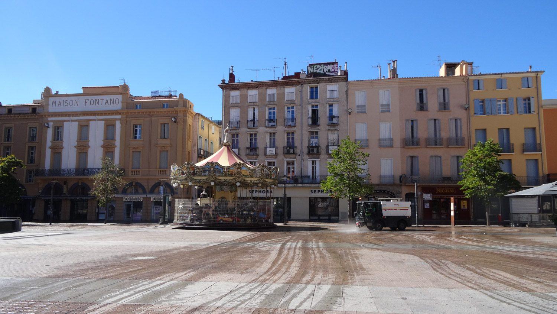 Франция. Площадь. Карусель