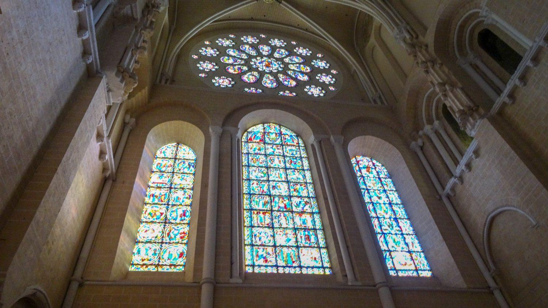Коллекция витражей уникальна. Некоторые сохранились с XII века! Потрясающие краски, чистые и яркие. Говорят, что секрет создания утерян