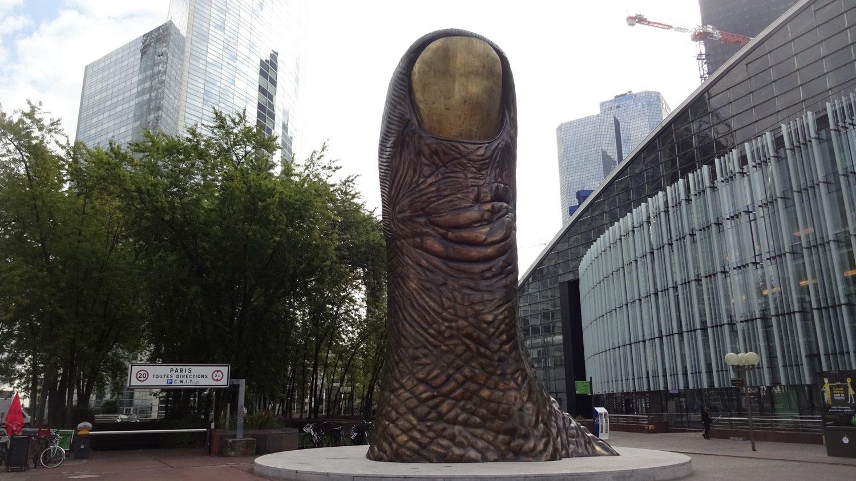 Le Pouce. 12-метровая скульптура, сделанная по слепку пальца создателя - Сезара Бальдаччини