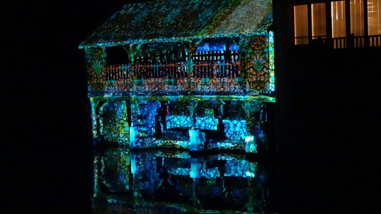 Всего в городе 24 места с потрясающими световыми картинами