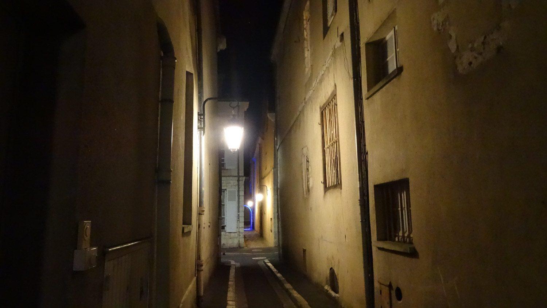Улицы были совершенно пустые
