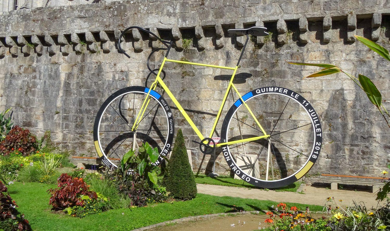 Не знаю, что символизирует этот велосипед, но он очень симпатичный