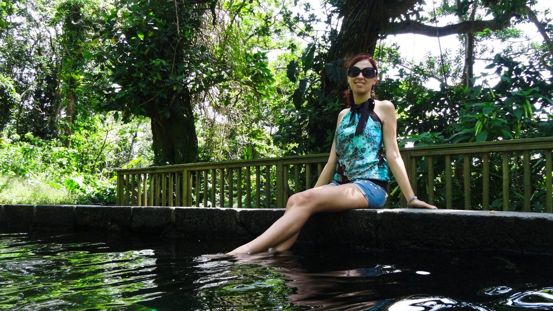 Небольшой теплый бассейн на вулкане La Grande Soufrière