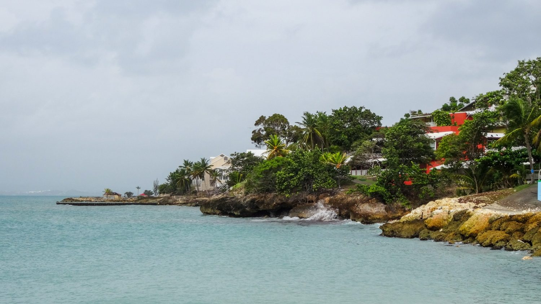 Пляж Datcha. Отсюда открываются красивые виды, но вода нам не понравилась: мутноватая, с водорослями... Конечно, они тут не всегда, но для купания не рекомендовала бы все равно