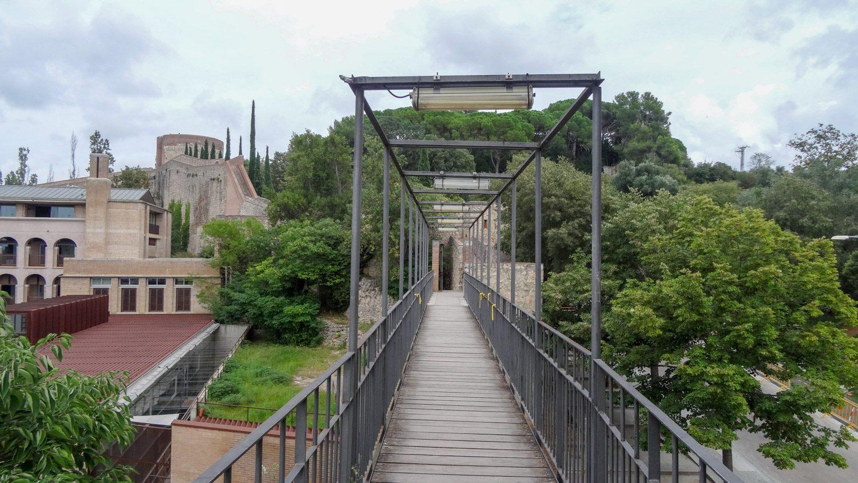 Мост, ведущий к крепостной стене