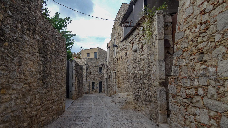 Многовековые стены