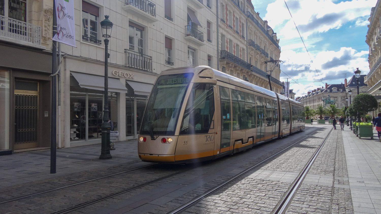 Симпатичные современные трамваи
