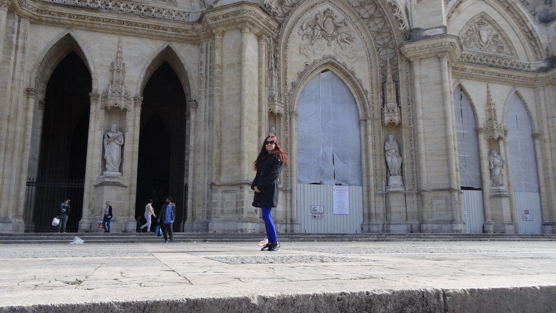Напротив собора