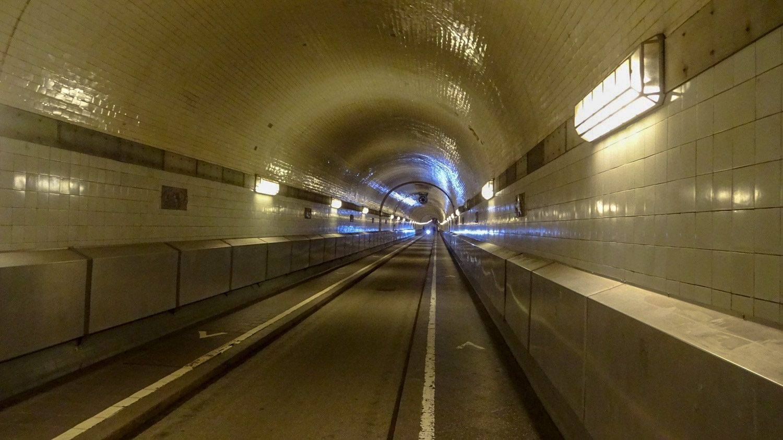 Длина тоннеля - 426,5 м, диаметр - 4,7 м
