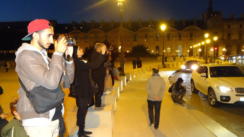 А это мы все фотографируем Лувр