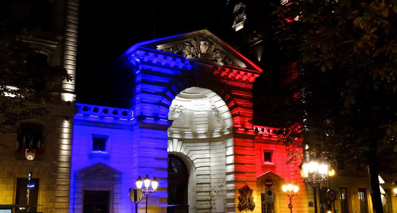 В цветах французского флага