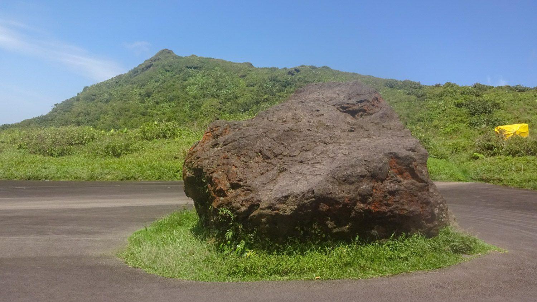 Раньше можно было доехать на машине до этого камня. Теперь - только пешком полчаса