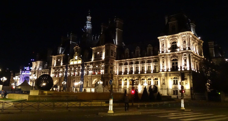 Hôtel de Ville - Мэрия Парижа. Здание второй половины XIX века. Прекрасно в любое время суток!