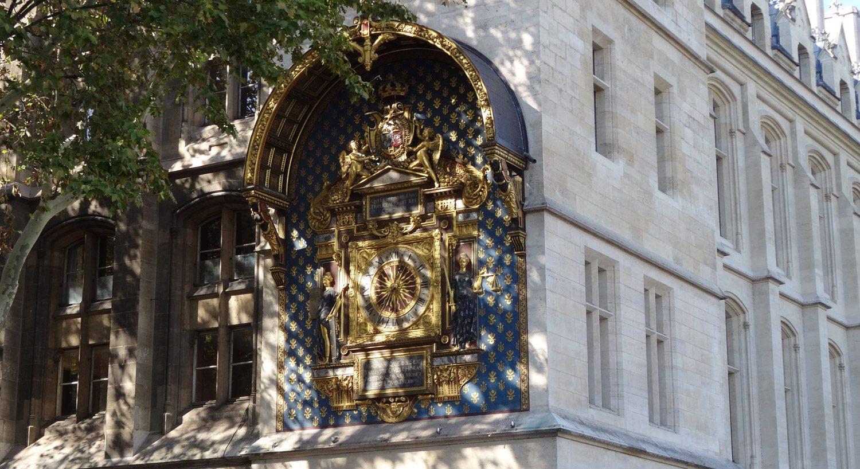 Башня с часами. Первые городские часы были размещены здесь в 1370 году и, конечно, выглядели намного скромнее