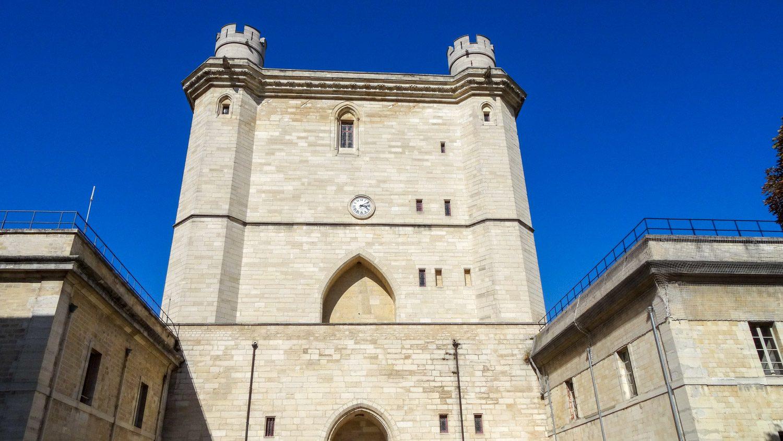 Вход в Château de Vincennes виден издалека