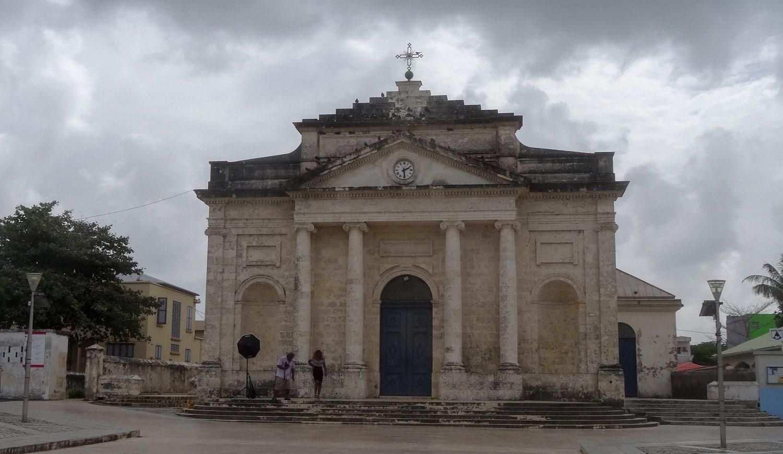 И собственная церковь, явно старая