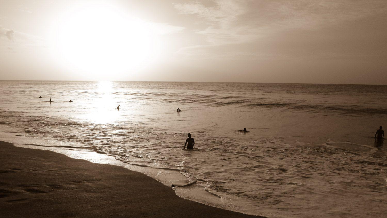 При этом всем хватает места, пляж просторный