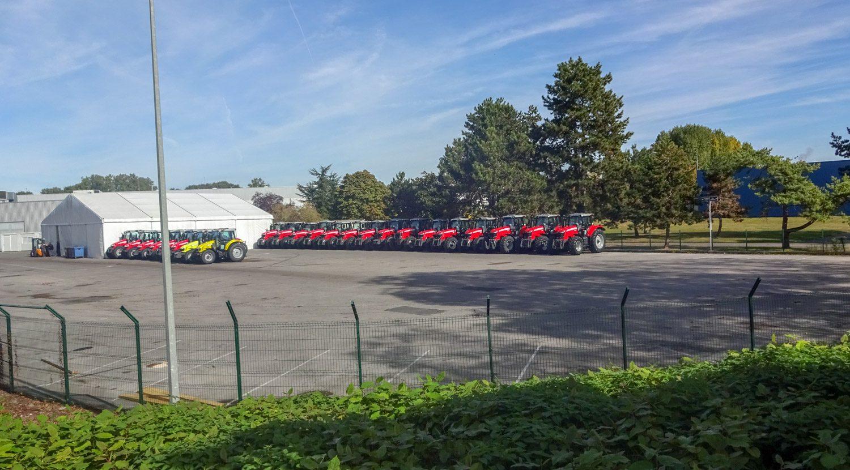Ровные ряды тракторов