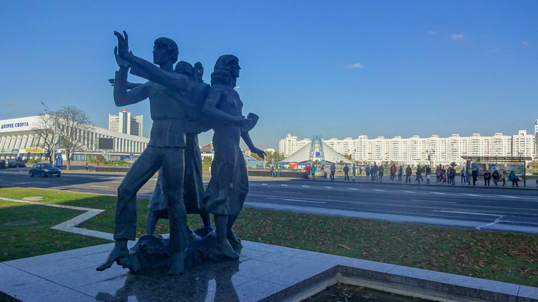 Скульптура но проспекте Победителей