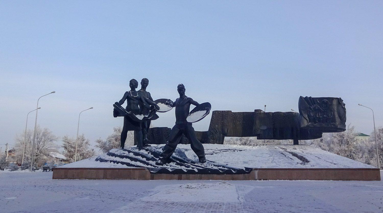 Памятник покорителям целины