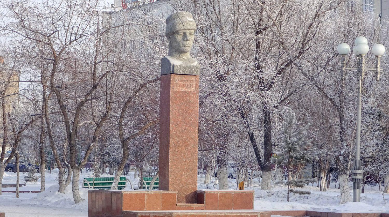 Памятник Лаврентию Тарану