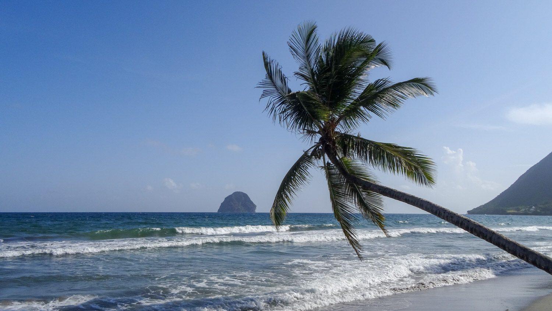 Кроме того, скала отлично видна с пляжа Diamant