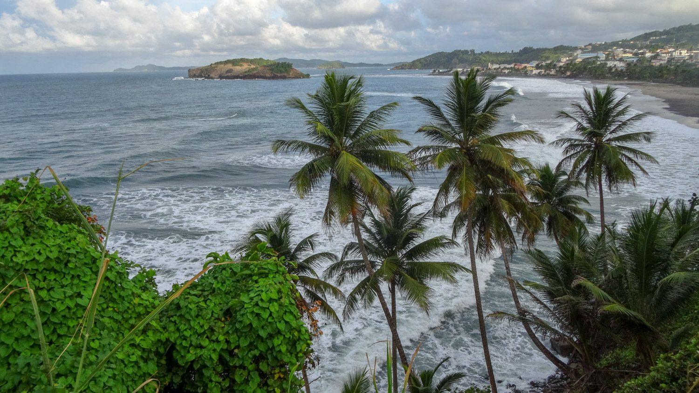 Остров, который отсюда видно, так же называется. Растительность классная, а пляж снова не очень