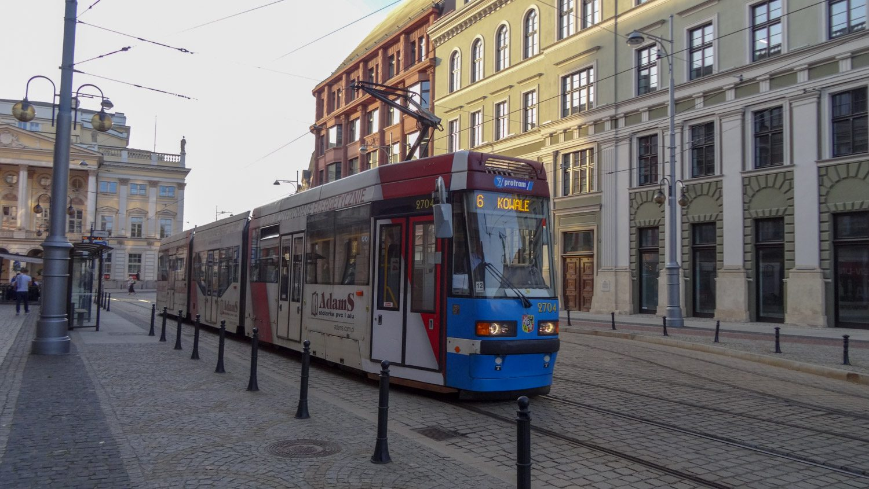 Современный трамвай в Старом городе