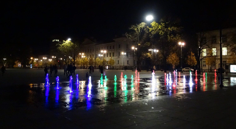В первый вечер на площади