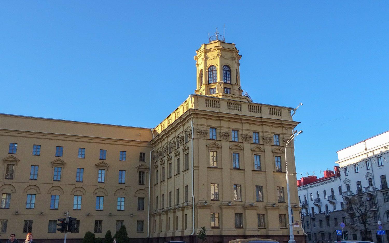Здание КГБ выглядит очень внушительно