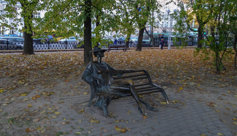 Незнакомка в Михайловском сквере