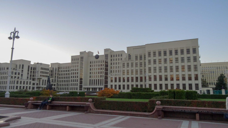 Здания вдоль площади Независимости