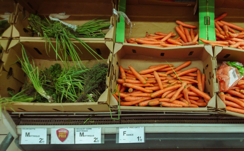 Много привозных овощей