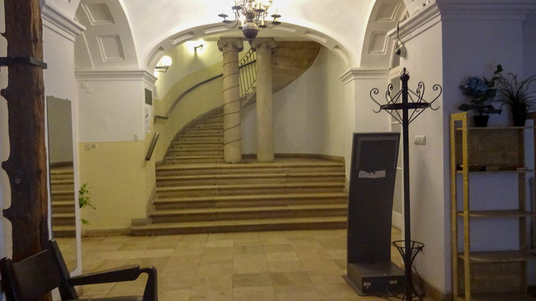 Холл на первом этаже