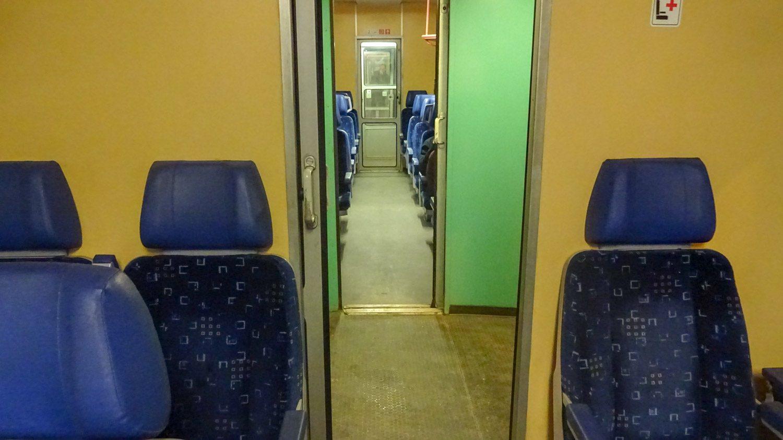 В поезде тепло и уютно, можно подремать