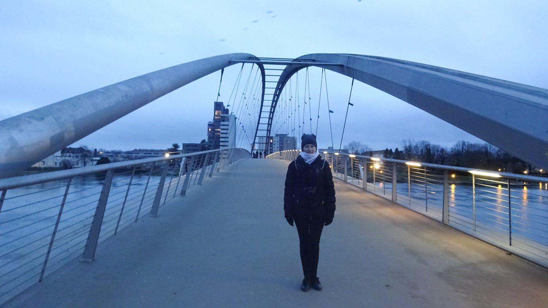 Во Францию из Германии можно перейти по пешеходному мосту, открытому в 2006 году