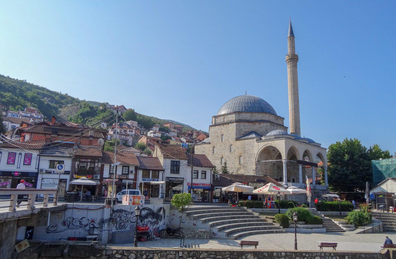 Мечеть. Минареты видны из многих точек города