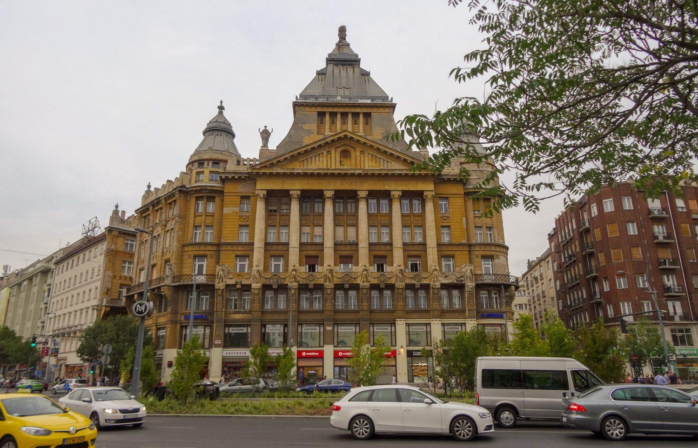 Типичная архитектура. Очень красивый город!