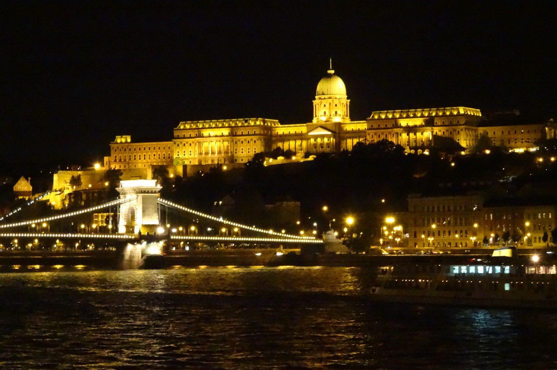 Вид на мост Сечени и Королевский дворец