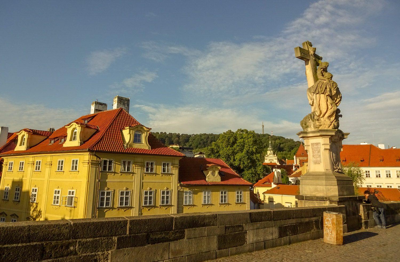 Солнечная Прага ранним утром